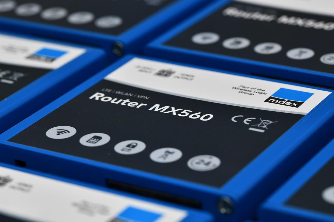 mdex Industrie-Router MX 560 für die Montage auf der Hutschiene Moodshot